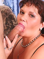 Mature chick getting filmed while sucking dick