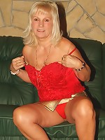 Milf Mature perky blonde