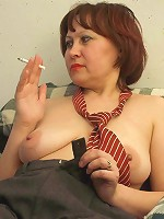 Mature lady sliding fingers in her hairy twat