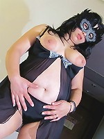 Masked mature nympho showing off
